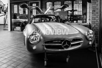 Papiers peints Corps Mercedes-Benz 300SL dans l'atelier de restauration de Mercedes-Benz