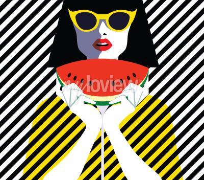 Image Belle jeune femme aux lunettes de soleil et à la pastèque, style rétro