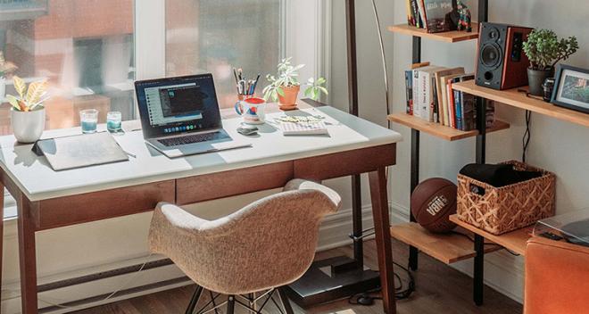 Vous arrangez un bureau à domicile? Voici les arrangements que vous devez découvrir!