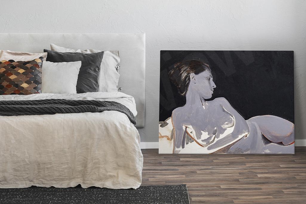Comment peut-on exposer une telle image ou un tel dessin ? Vous pourrez non seulement installer votre nu sur l'un des murs de votre chambre mais vous aurez également le choix de tout simplement le poser par terre à côté du lit