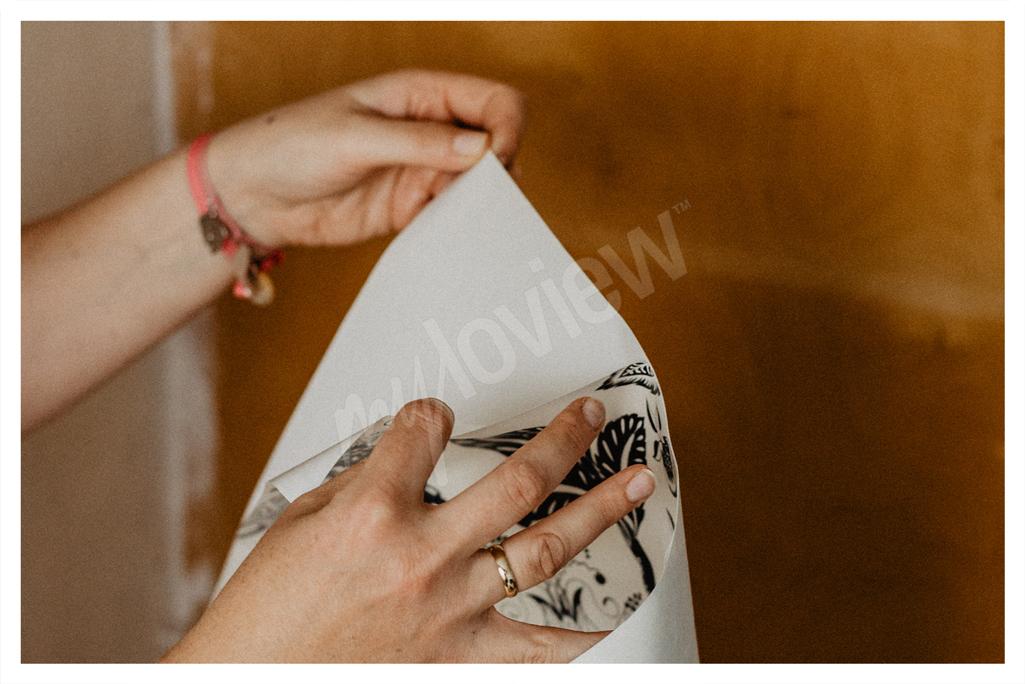 N'oubliez pas de décoller délicatement et sans vous presser le sticker du papier