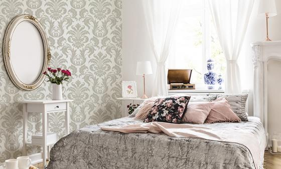 Une chambre à coucher glamour grâce aux papiers peints photo