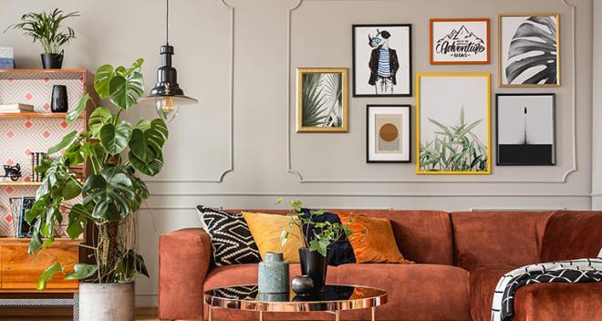 Le mur derrière le canapé – comment le décorer? Découvrez quatre idées de Myloview!