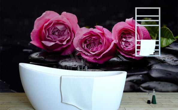 papier peint avec les roses pour la salle de bain