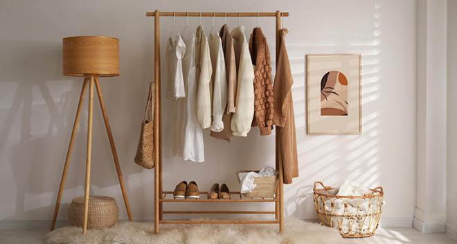 Une petite garderobe. Comment arranger cet espace? Conseils de nos experts